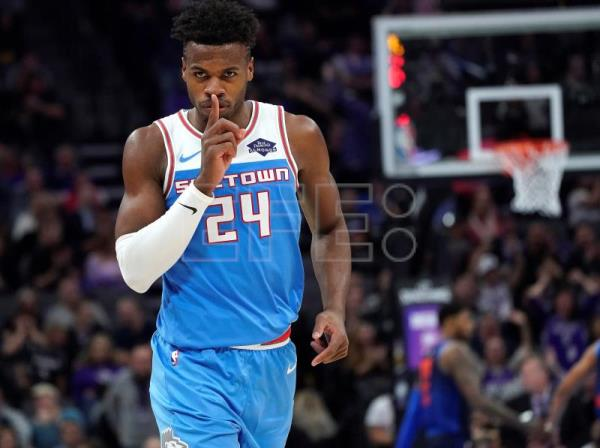 Sacramento Kings guard Buddy Hield of Bahamas reacts after shooting a three  point shot against the