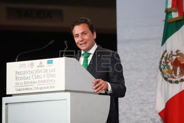 "Former Pemex CEO Emilio Lozoya, shown in this August 2014 photograph, is one of the 33 businessmen and former officials being investigated by Mexico's SAT tax agency in connection with the ""Panama Papers"" scandal, the massive leak of documents from Panamanian law firm Mossack Fonseca. EFE/File"