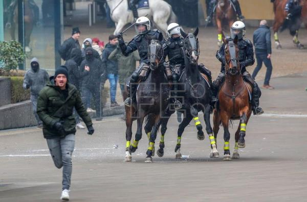 Mounted police officers chase protesters of right-wing and far-right Flemish associations during the 'March Against Marrakech' demonstration near European institutions headquarters in Brussels, Belgium, Dec. 16, 2018. EPA-EFE/JULIEN WARNAND