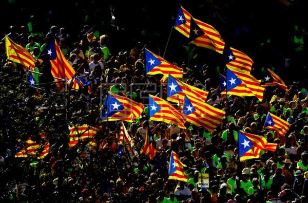 Thousands take part in a pro-Catalonian independence march in Barcelona, Spain, Sept. 11, 2017. EPA-EFE/Alberto Estévez