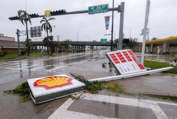 A fallen gas station sign along Biscayne Boulevard after the full effects of Hurricane Irma struck in Miami, Florida, USA, 10 September 2017. Many areas are under mandatory evacuation orders as Irma Florida. EFE