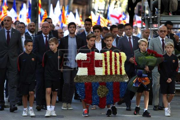 President of the Barcelona FC, Josep Maria Bartomeu (2L), attends the floral tribute at Rafael Casanova Monument on occasion of Diada Day, Catalonian National Day, in Barcelona, Spain, Sept. 11, 2017. EPA-EFE/TONI ALBIR
