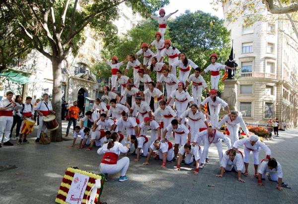 The group Els Falcons de Barcelona perform a Castell or human tower during the floral tribute held at Rafael Casanova Monument on occasion of Diada Day, Catalonian National Day, in Barcelona, Spain, Sept. 11, 2017. EPA-EFE/Marta Perez