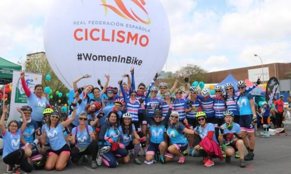 Granada acoge una multitudinaria quedada ciclista femenina, 'Women In Bike'