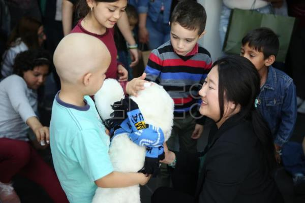 Japanese robot, new companion for Uruguayan kids being treated for cancer