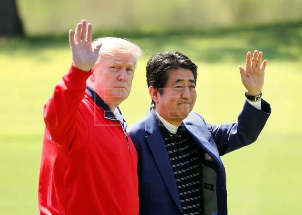 Trump and Abe have first informal chat over golf as trade talks get underway