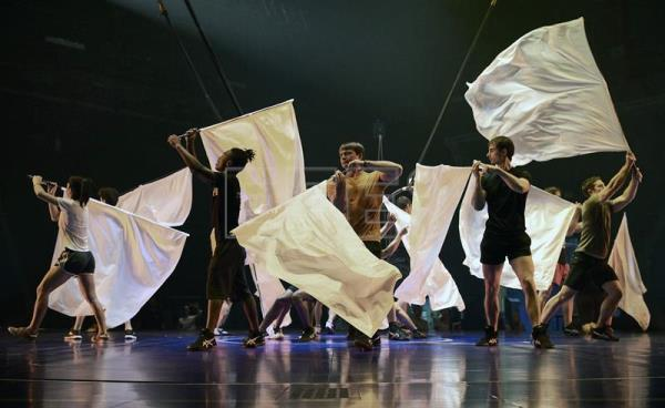 Messi inspires 46 performers in Cirque du Soleil show