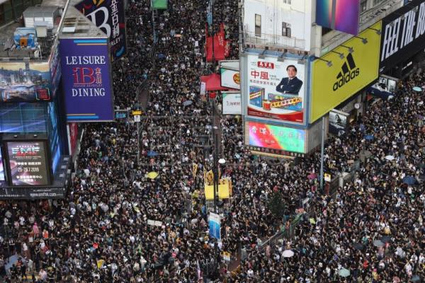 'Hundreds of thousands' throng Hong Kong in fresh pro-democracy protests