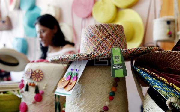 colombian artisans craft variety of creations from palm thread