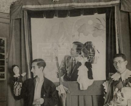 New photos found in Moscow shine light on Spain Civil War-era puppet troupe