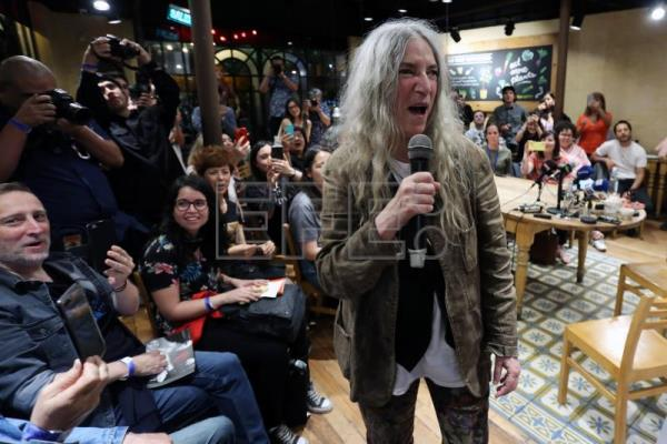 Singer Patti Smith to Chile protesters: 'I am with you'