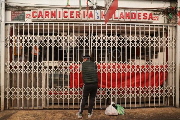 Bolivians face shortages of food, fuel