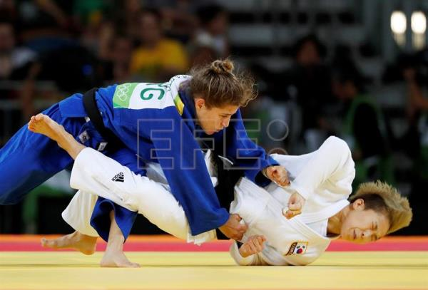 "Paula Pareto of Argentina (L) and Bokyeong Jeong of Korea in the women's 48 kg Final - Gold Medal Contest in the Rio 2016 Olympic Games Judo events at the Carioca Arena 2 in the Olympic Park in Rio de Janeiro, Brazil, 06 August 2016. Argentina's Paula Pareto won the gold medal Saturday in the women's 48-kg with a victory over South Korea's Jeong Bo-kyeong in the final, while Kazakh Otgontsetseg Galbadrakh won bronze in that same extra-lightweight category and her countryman, Yeldos Smetov, came away with silver in the men's 60-kg. The 30-year-old Pareto, nicknamed ""Peque,"" also won gold at the 2015 World Judo Championships in Astana, She said afterward that she was very pleased to have defeated a ""tough competitor"" in the final. EPA/ORLANDO BARRIA"