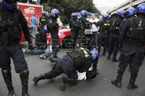 Costa Rican police arrest 78 taxi drivers in anti-Uber protests