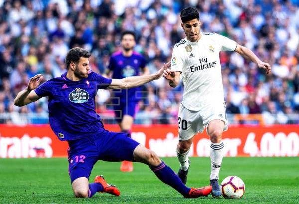 Real Madrid's Marco Asensio (R) in action against Celta Vigo's Wesley Hoedt (L) during a Spanish La Liga soccer match at Santiago Bernabeu Stadium in Madrid, Spain, on March 16, 2019. EPA-EFE/RODRIGO JIMENEZ