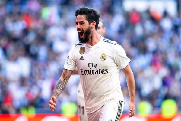Real Madrid's Isco celebrates after giving his team a 1-0 lead during a Spanish La Liga soccer match against Celta Vigo at Santiago Bernabeu Stadium in Madrid, Spain, on March 16, 2019. EPA-EFE/RODRIGO JIMENEZ