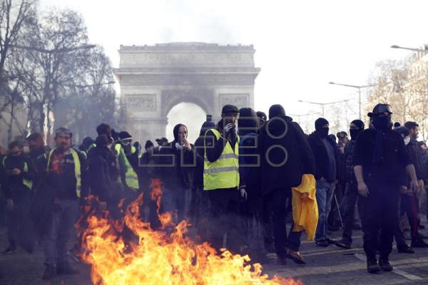Yellow vest protesters are seen on the Champs-Elysees in Paris this Saturday, March 16, 2019, during a new demonstration that from daybreak involved looting and destruction as a way to show that the movement remains strong despite government promises. EFE-EPA/Yoan Valat