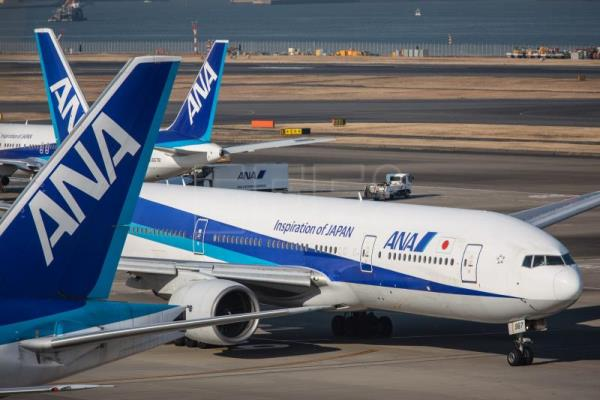 A picture made available on Jan. 29, 2016 shows Boeing 787 aircrafts of All Nippon Airways (ANA) taxying on the tarmac at Tokyo's Haneda Airport in Tokyo, Japan, Jan. 28, 2016. EPA-EFE FILE/CHRISTOPHER JUE