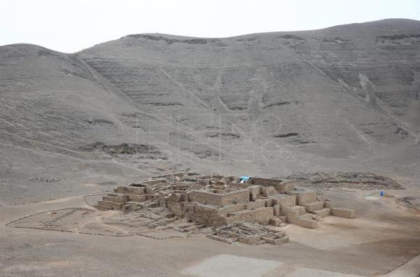 A picture dated 25 August 2016 shows the archeological complex El Paraiso featuring the oldest pre-Hispanic temples in San Martin de Porres, Lima, Peru. EPA/Ernesto Arias