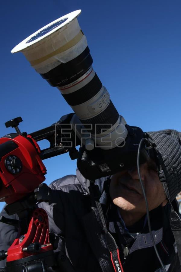 Chileans turn out to view total solar eclipse