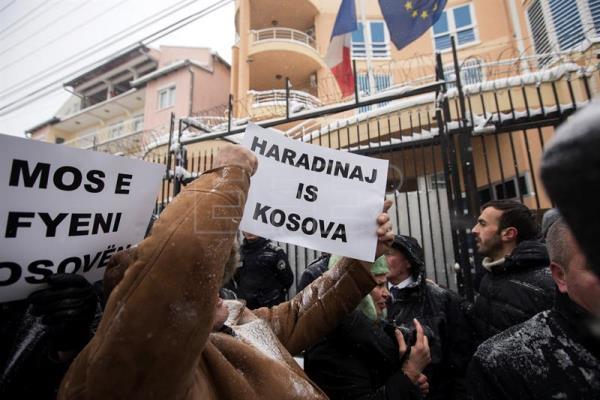 Hundreds of Kosovar Albanians gather during a protest demanding the release of former Kosovar Prime Minister Ramush Haradinaj,  Pristina, Kosovo, 06 January 2017. Former Prime Minister of the Republic of Kosovo has been arrested in France on 04 January 2017 by French authorities based on a 2004 international arrest warrant issued by Serbia.  EPA/VALDRIN XHEMAJ