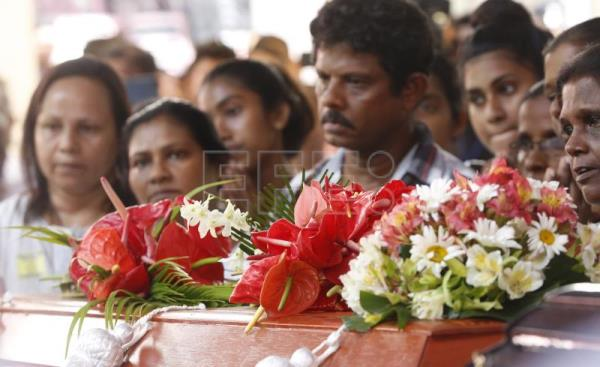 Grieving Sri Lanka buries its dead after Easter bombings