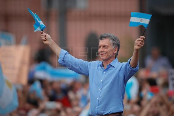 Macri says goodbye to his supporters in the Plaza de Mayo of Buenos Aires