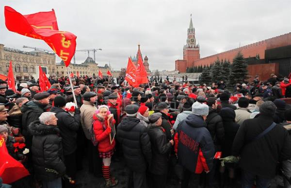 Russian Communists carry Soviet red flags as they attend a ceremony of laying flowers to the Lenin's Mausoleum on the Red Square in Moscow, Russia. EFE