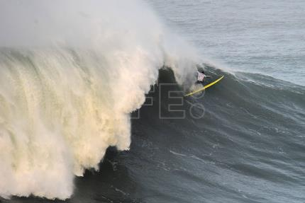 High winds, dangerous conditions halt Big Wave surf competition in Portugal