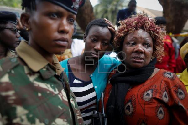 Family members of the student look on as they demand to see the remains of their loved ones in front of police officers who blocekd them at Moi Girls School in Nairobi, Kenya, 02 September 2017. EFE