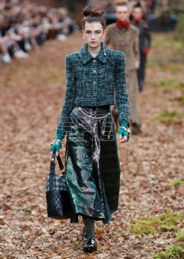 Chanel presents fall collection, sends models on runway ...