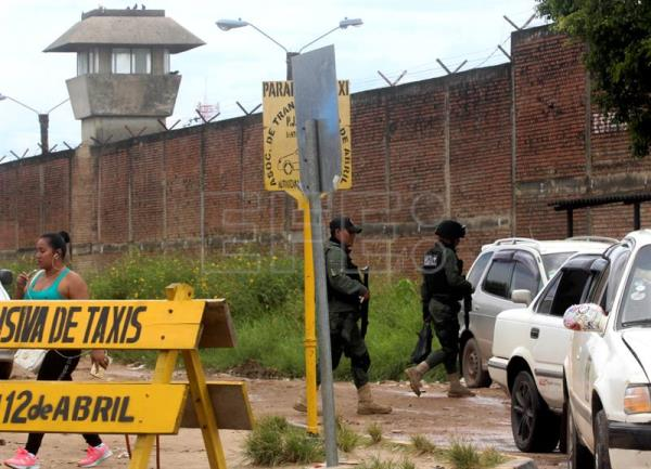 Bolivian authorities: 2 inmates escaped after prison riot