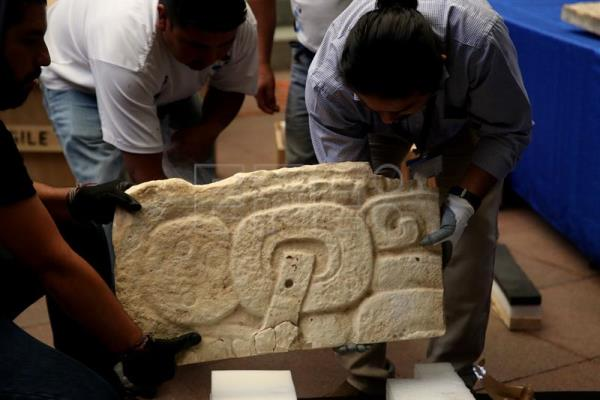 Authorities present archaeological pieces during an event at Backyard La Paz at National Culture Palace in Guatemala City, Guatemala, 24 January 2017. EPA/Esteban Biba
