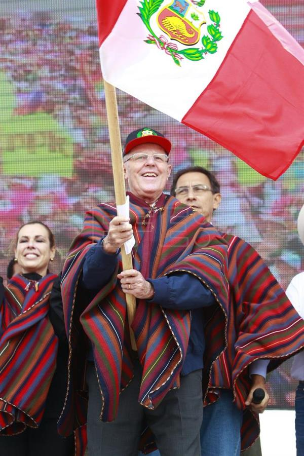 Photo provided by Peru's presidency, shows President Pedro Pablo Kuczynski (C), holding a Peruvian flag, during the ceremony of the laying of the first stone of the new international airport of Cuzco, Peru, 03 February 2017. EFE/Peru's presidency