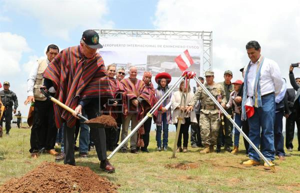 Photo provided by Peru's presidency, shows President Pedro Pablo Kuczynski (L), holding a Peruvian flag, during the ceremony of the laying of the first stone of the new international airport of Cuzco, Peru, 03 February 2017. EFE/Peru's presidency