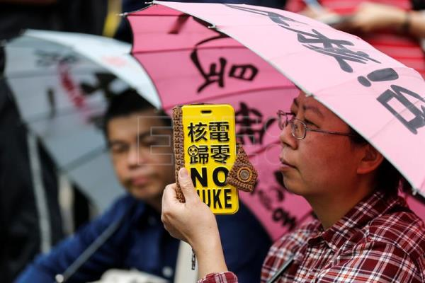 Taiwanese protesters join an anti-nuclear power plant protest in Taipei, Taiwan, 11 March 2017. EPA/RITCHIE B. TONGO