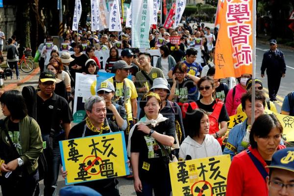 Taiwanese protesters carry anti-nuclear power plant placards as they march at the street during a protest in Taipei, Taiwan, 11 March 2017.  EPA/RITCHIE B. TONGO