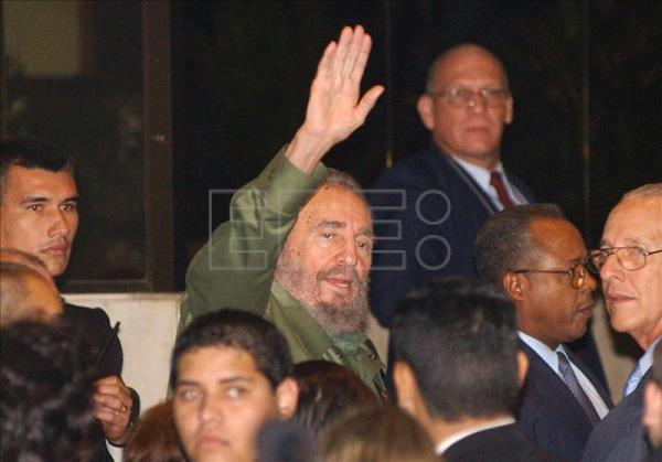 Former Cuban President Fidel Castro surrounded by his bodyguards. EFE/File