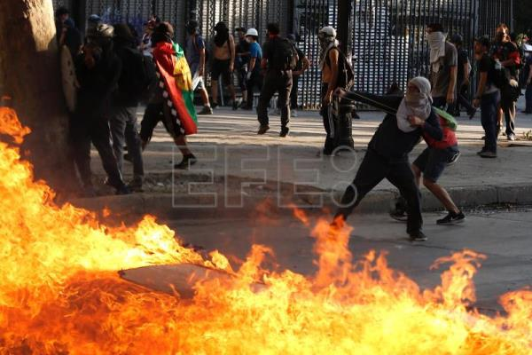 Thousands take to the Chile streets to mark one month of protests