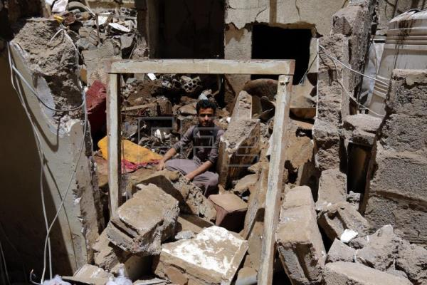 Saudi airstrikes on Yemen reportedly kill 6 and injure 32