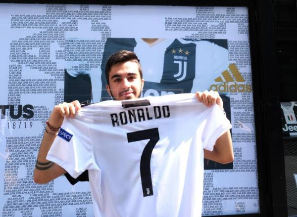 hot sale online 6bfdd 33056 Juventus online shop crashes hours after Ronaldo shirts put ...
