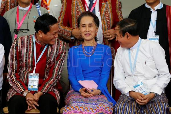 Myanmar's Vice President Henny VanThio (L), Myanmar's State Counselor Aung San Suu Kyi (C) and Myanmar's President Win Myint (R) sit for a group photo after the third session of the 'Union Peace Conference - 21st century Panglong' in Naypyitaw, Myanmar, Jul. 11, 2018. EPA-EFE/HEIN HTET