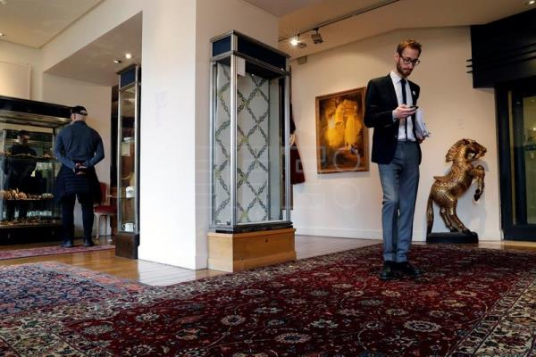 A visitor looks at furniture and other objects property of the Paris Ritz hotel to be auctioned at Artcurial later this month; in París (France), Apr 12, 2018. EPA-EFE/ Etienne Laurent