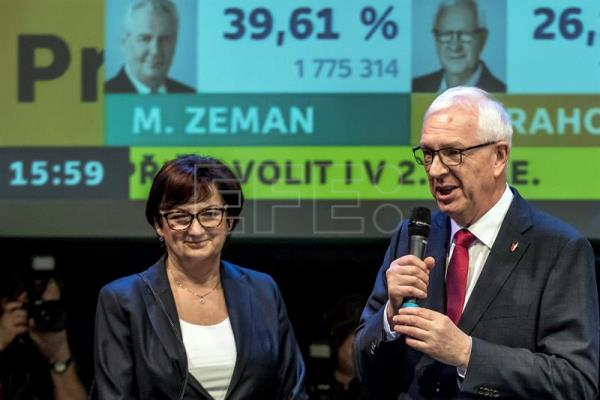 Former chairman of the Czech Science Academy and presidential candidate Jiri Drahos (R) speaks next to his wife Eva Drahosova (L) during an elections night at his election headquartes during the first round of the Czech presidential elections in Prague, Czech Republic. EFE