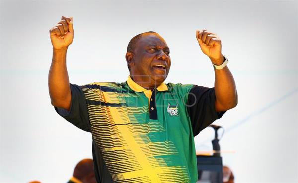 Newly elected ANC (African National Congress) President, Cyril Ramaphosa sings before delivering the main speech during the ANC 106th anniversary celebrations at ABSA Stadium, East London, South Africa, 13 January 2018. EFE