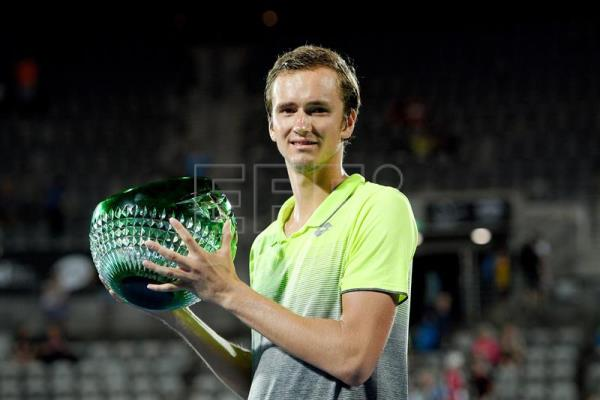 Daniil Medvedev poses for a photograph with the winner's trophy in Sydney, Australia, Jan. 13, 2018. EPA-EFE/DAN HIMBRECHTS