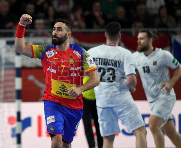 Valero Rivera (L) of Spain reacts during the EHF European Men's Handball Championship 2018 group D match between Spain and Czech Republic in Varazdin, Croatia. EFE/EPA
