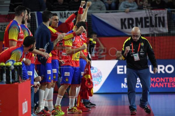 Head coach of Spain, Jordi Ribera (R) reacts during the EHF European Men's Handball Championship 2018 group D match between Spain and Czech Republic in Varazdin, Croatia. EFE/EPA