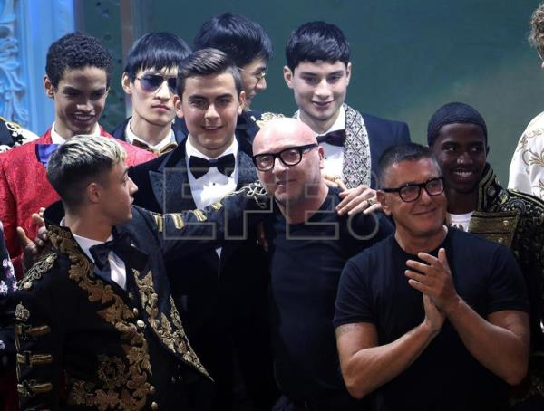 Fc Juventus forward Paulo Dybala (L) with fashion designer Domenico Dolce (C) and Stefano Gabbana applause after the Italian fashion label Dolce&Gabbana show during the Milan Fashion Week, in Milan, Italy, 13 January 2018. EFE