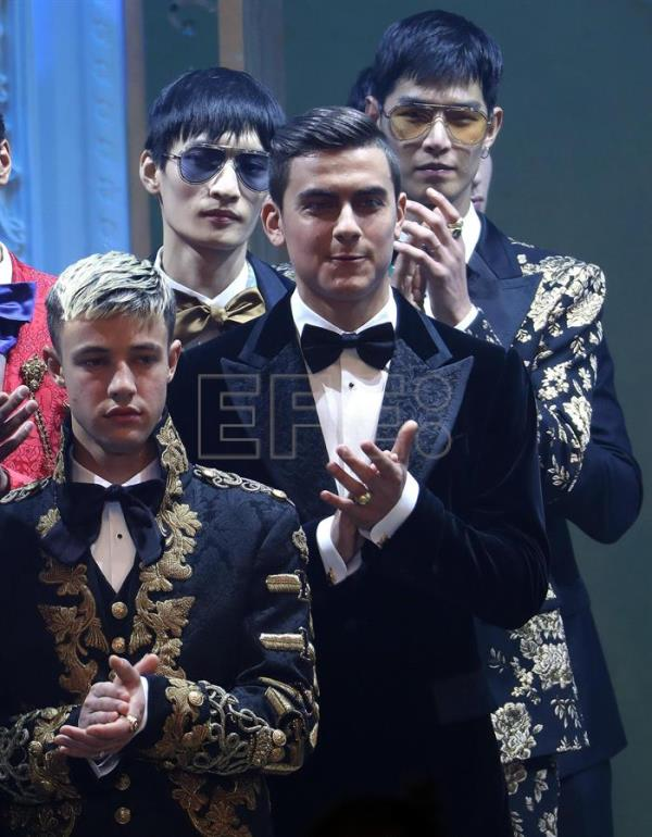 FC Juventus forward Paulo Dybala and models applause after the Italian fashion label Dolce&Gabbana show during the Milan Fashion Week, in Milan, Italy, 13 January 2018. EFE
